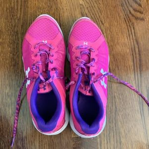 Under Armour 7Y Girls Tennis Shoes